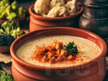 Крем супа от броколи и карфиол със заквасена сметана - снимка на рецептата